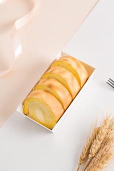 摄影图西式甜点虎皮蛋糕卷3