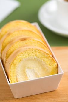 摄影图西式甜点虎皮蛋糕卷4