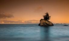 黄昏下的孤岛