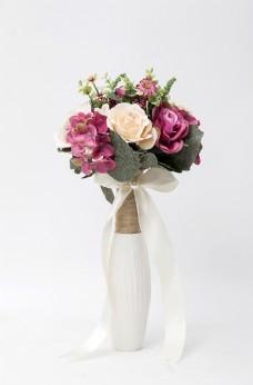 素色背景下的花瓶