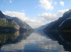 平静的高山湖