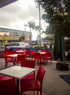 澳洲餐厅露天红色桌椅