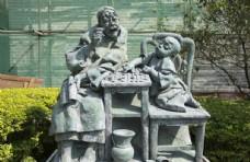下棋教书先生小孩雕像