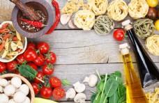 面条与食用油西红柿