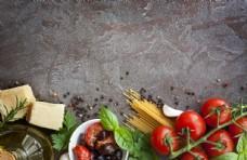 面条西红柿与胡椒粒