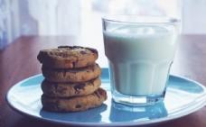饼干与牛奶