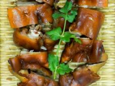 猪蹄红烧食物摆盘