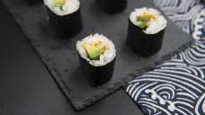 日式料理系列之牛油果沙拉寿司卷1