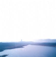 雾 河流 塔 湖泊 山