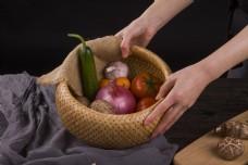 新鲜蔬菜之一竹筐蔬菜