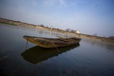 春游之湖面上的小船